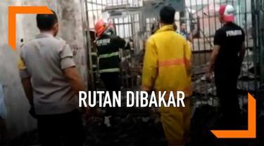 Rumah tahanan di Kabupaten Siak Riau dibakar sejumlah narapidana. Peristiwa ini terjadi Sabtu (11/5) dini hari yang diawali kerusuhan antara narapidana dan petugas lapas.
