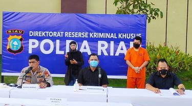 Reskrimsus Polda Riau dalam konferensi pers kejahatan perbankan di BJB Pekanbaru.