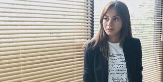 Bagi kalian yang senang melihat sinetron dan FTV, pasti kalian sudah tak asing dengan nama Kirana Larasati. Pasalnya ia sudah banyak membintangi beberapa judul sinetron dan FTV. (Foto: instagram.com/kiranalarasati)
