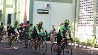 Budayakan Olahraga, Pangdam Udayana Gowes Sepeda Sambil Bagi Sembako
