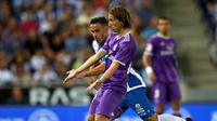 Luka Modric akan absen panjang?. (REUTERS/Albert Gea)