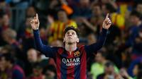 Penyerang Barcelona, Lionel Messi merayakan selebrasi usai mencetak gol keduanya ke gawang Bayern Muenchen pada leg pertama babak semifinal Liga Champions di Camp Nou, Kamis (7/5/2015). Barcelona menang 3-0 atas Bayern Muenchen. (Reuters/Albert Gea)
