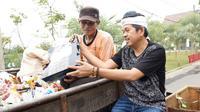 Pemerintah Kabupaten Purwakarta memberikan Tunjangan Hari Raya (THR) sebesar dua juta rupiah kepada petugas kebersihan.