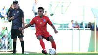 Pemain Arema FC, Hendro Siswanto saat melakukan sesi latihan pada Shopee Liga 1 2020. (Bola.com/Iwan Setiawan)