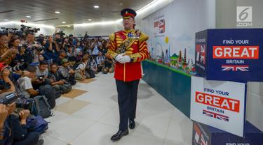 Musisi militer dari Inggris bermain musik di terowongan kereta Mass Rapid Transit (MRT) Kendal, Jakarta, Jumat (21/6/2019). Acara digelar dalam rangka HUT Ke-492 Kota Jakarta dan hubungan diplomatik 70 tahun Indonesia - Inggris. (merdeka.com/Imam Bukhori)