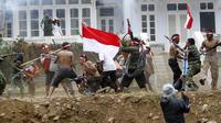 Suku Tengger Gelar Teatrikal Perobekan Bendera di Gunung Bromo (Liputan6.com/Dian Kurniawan)