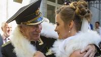 Ivan Krasko (84) resmi menikah dengan muridnya yang usianya 60 tahun lebih muda.