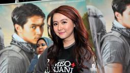 Personel girlband Cherrybelle, Ryn saat acara press screening film Romeo+Rinjani di Epicentrum Walk, Kuningan, Jakarta, Selasa (21/4/2015). Film yang mulai tayang 23 April mendatang itu mengekspos keindahan Gunung Rinjani. (Liputan6.com/Panji Diksana)