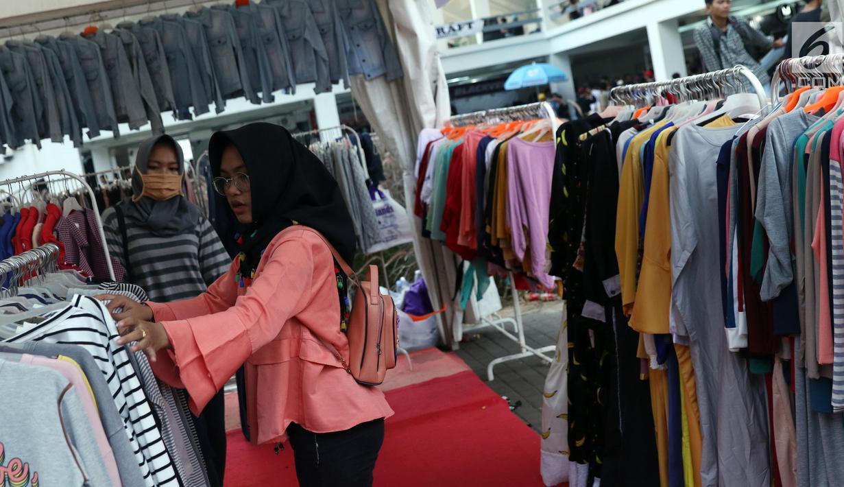 FOTO: Berburu Baju Lebaran Khas Anak Muda di JakCloth ...