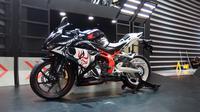 CBR250RR edisi khusus ini dibuat untuk merayakan satu tahun penjualan New Honda CBR250RR, motor sport yang dibangun dengan filosofi Total Control (Foto: Rio/Liputan6).