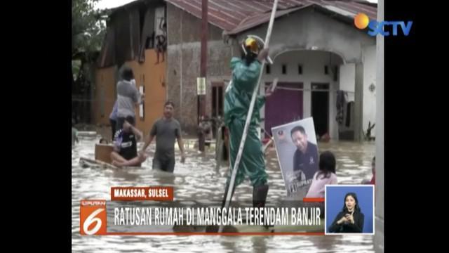 Banjir masih menggenangi sejumlah kecamatan di Makassar, Sulawesi Selatan.