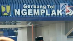 Presiden Joko Widodo memberi sambutan saat meresmikan jalan tol Solo-Ngawi ruas Kartasura-Sragen, (15/7).  Tol ini bagian dari jalan tol Trans Jawa yang secara bertahap mulai tersambung dari Merak hingga Banyuwangi. (Liputan6.com/Pool/Biro Pers Setpres)