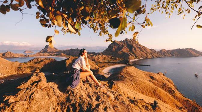 Travel blogger, Harival Zayuka menceritakan perjalanan wisatanya di Pulau Padar yang berada di kawasan Taman Nasional Komodo.