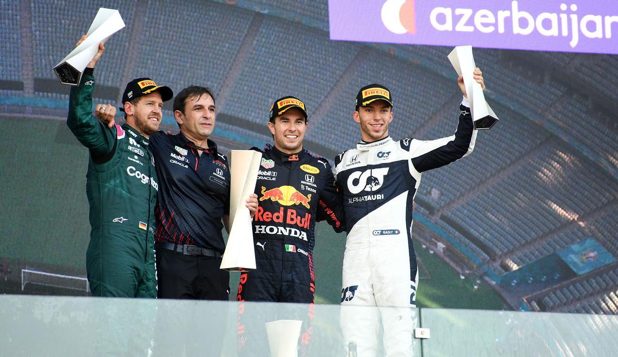 Sergio Perez, Pembalap Red Bull Racing, berhasil menyabet gelar juara pertama yang diikuti oleh Sebastian Vettel, Pierre Gasly, dan Charles Leclerc pada F1 GP Azerbaijan yang dihelat di Baku Street Circuit, Minggu (6/6/2021) malam WIB. (Foto: AFP/Ozan Kose)