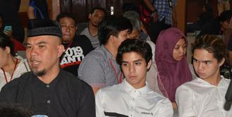 Kasus mengenai ujaran kebencian yang mejerat Ahmad Dhani memasuki babak baru. Senin (16/4/2018), persidangan bergulir di Pengadilan Negeri Jakarta Selatan.  (Adrian Putra/Bintang.com)