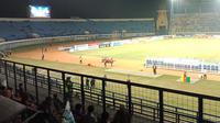 Laga antara Persib Bandung menjamu Kalteng Putra sepi penonton. (Liputan6.com/Huyogo Simbolon)