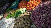 Lapak penjual sayuran di Pasar Kebayoran Lama, Jakarta, Jumat (6/4/2018). (Maul/Liputan6.com)