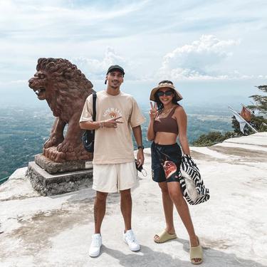7 Potret Liburan Jessica Iskandar dan Vincent Varhaag di Bromo, Curi Perhatian