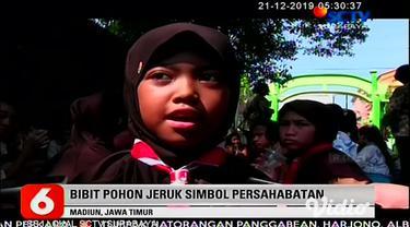 Murid SDN 01 Nambangan Lor makan pagi bersama dengan murid SDK Santa Maria di Kota Madiun, Jawa Timur. Makan bersama diadakan sebagai bentuk penghormatan dan toleransi kepada murid SDK Santa Maria yang akan merayakan Hari Natal.
