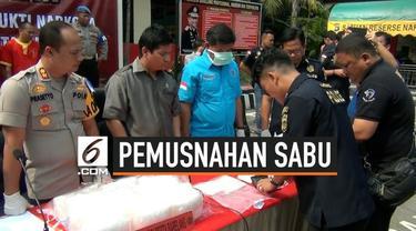 Polresta Barelang, Batam, Kepulauan Riau memusnahkan barang bukti berupa narkoba jenis sabu seberat 39,6 kg. Pemusnahan ini dilakukan di Mapolresta Barelang, Selasa (3/9/2019).