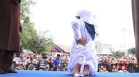 Hukuman cambuk yang dijalani dua PSK online merupakan eksekusi pertama setelah Gubernur Aceh mengeluarkan aturan pelaksanaan hukuman cambuk di dalam penjara. (Liputan6.com/Windy Phagta)