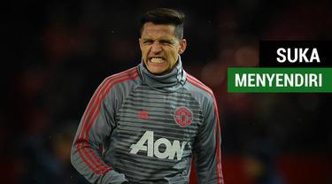Berita video gelandang serang Alexis Sanchez dikabarkan suka menyendiri di tim Manchester United.