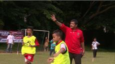 Bertempat di MAN Insan Cendekia Serpong, Kota Tangerang Selatan, Indra Sjafri bersama Tim Pelatih Bali United menggelar acara coaching clinic dan pembagian bola gratis kepada Sekolah Sepak Bola yang ada di Kota Tangerang Selatan.