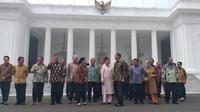 Jokowi-JK berfoto bersama menteri.