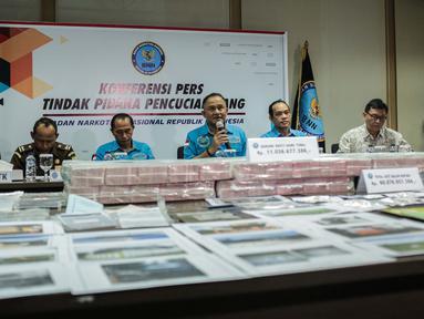 Kepala BNN Heru Winarko memberikan keterangan saat rilis hasil pengungkapan Kasus Tindak Pidana Pencucian Uang (TPPU) di Gedung BNN, Jakarta, Kamis (25/7/2019). Dalam pengungkapannya BNN menyita  41 Bidang Tanah Rp 34.784.380.000. (Liputan6.com/Faizal Fanani)