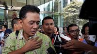 Chandra M Hamzah datang untuk bertukar informasi dengan KPK mengenai persoalan minyak dan gas (migas), Jakarta, Rabu (24/12/2014). (Liputan6.com/Miftahul Hayat)