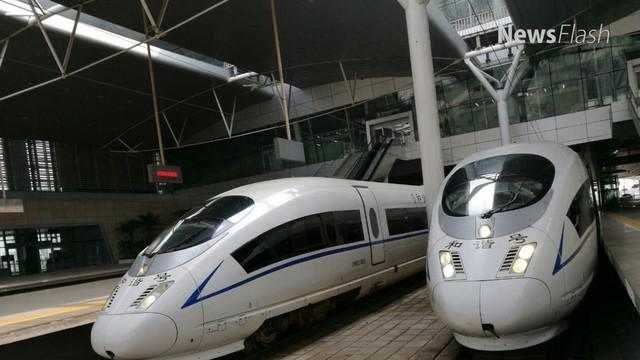 Menteri BUMN Rini Soemarno tengah memfinalisasi draft persyaratan pencairan pinjaman proyek kereta cepat Jakarta-Bandung