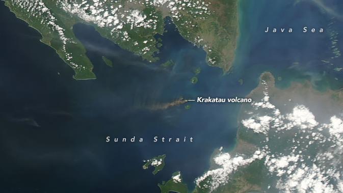 Citra satelit NASA di atas Gunung Anak Krakatau per tanggal 24 September 2018. (earthobservatory.nasa.gov)