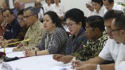 Menko PMK, Puan Maharani bersama sejumlah menteri menggelar jumpa pers terkait cuti bersama Lebaran 2018 di Kemenko PMK, Senin (7/5). Adapun cuti bersama dimulai pada 11, 12, 13 dan 14 Juni 2018 dan 18, 19, 20 Juni 2018. (Liputan6.com/Angga Yuniar)