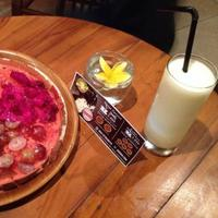 Martabak Buble menyajikan martabak buah-buahan. foto: beritajogja.id