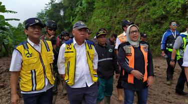 Menteri PUPR Basuki Hadimuljono meninjau lokasi longsor Kecamatan Nanggung dan Sukajaya, Bogor.