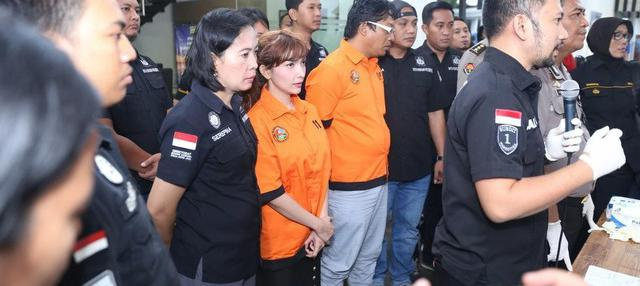 Kepolisian membeberkan barang bukti dan harga sabu yang dibeli Roro Fitria.