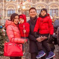 Titi Kamal dan keluarganya. (Foto: Instagram titi_kamall)
