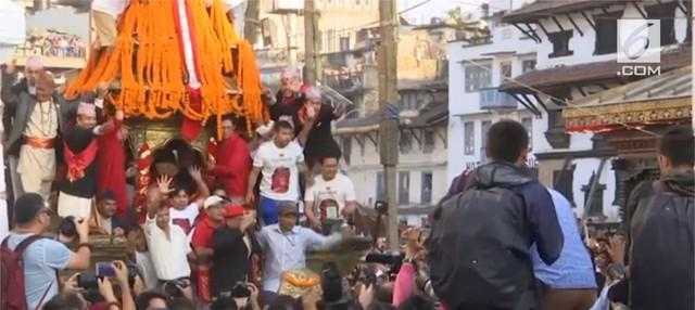 Menandai berakhirnya musim hujan, warga Nepal menggelar Festival Indra Jatra.