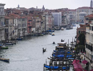 Menikmati Suasana Klasik Kota Venesia
