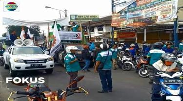 Ribuan buruh di Kota Serang menggelar konvoi kendaraan menuntut kenaikan UMK sebesar Rp 4,1 juta. Akibat aksi tersebut, jalan menuju Cilegon macet total.