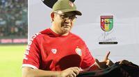 Ketua The Jakmania Ferry Indrasjarief saat laga amal antara Arema FC vs Madura United. (Bola.com/Aditya Wany)