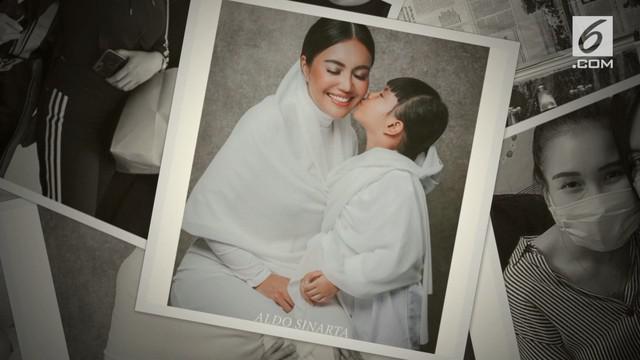 Saat ini Denada tengah berada di Singapura untuk menemani anaknya, Shakira Aurum, menjalani perngobatan. Anak berusia lima tahun itu dinyatakan mengidap leukemia sejak Juni 2018.