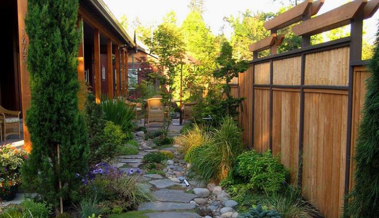 10 Inspirasi Taman Samping Rumah Sempit Dengan Jalan Setapak