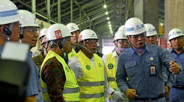 Menko Ekonomi Darmin Nasution bersama Gubernur Sumatera Utara, Edy Rahmayadi, meninjau pabrik peleburan aluminium PT Inalum di Kabupaten Batubara.