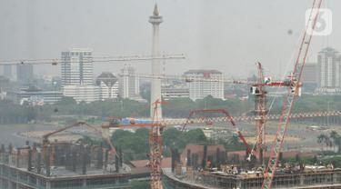 Aktivitas pekerja konstruksi saat menyelesaikan pembangunan gedung bertingkat di Jakarta, Selasa (29/10/2019). Kementerian Pekerjaan Umum dan Perumahan Rakyat menargetkan sertifikasi 212.000 tenaga kerja konstruksi hingga akhir tahun. (merdeka.com/Iqbal S. Nugroho)