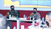 Panglima TNI dan Kapolri pantau lonjakan kasus Covid-19 di Kudus, Jawa Tengah. (Foto: Liputan6.com/Felek Wahyu)