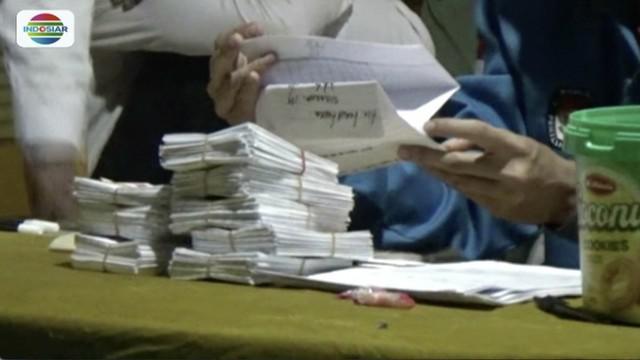 Surat suara menggelembung, ketua Panwaslu Jombang minta TPS 001 Desa Tambar, Jogoroto lakukan pemungutan suara ulang.