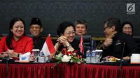 Ketum PDIP, Megawati Soekarnoputri bersama Sekjen PDIP Hasto Kristiyanto dan Ketua Bidang Politik dan Keamanan PDIP non aktif Puan Maharani mengikuti Rakor Bidang Politik & Keamanan Tingkat Nasional, Jakarta, Kamis (3/5). (Liputan6.com/Johan Tallo)