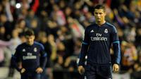 Striker Real Madrid, Cristiano Ronaldo, gagal membawa timnya menaklukkan Valencia pada laga La Liga Spanyol di Mestalla, Valencia, Senin (4/1/2016) dini hari WIB. (AFP/Jose Jordan)