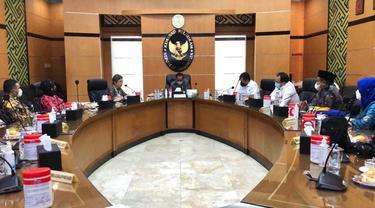 Pengurus Partai Nasdem menemui Menko Polhukam Mahfud MD. (Dian Kurniawan/Liputan6.com)